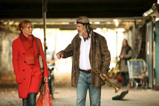 Eigentlich will Bella (Andrea Sawatzki) mit ihrem Vater Friedrich (Peter Sattmann) nichts mehr zu tun haben ...