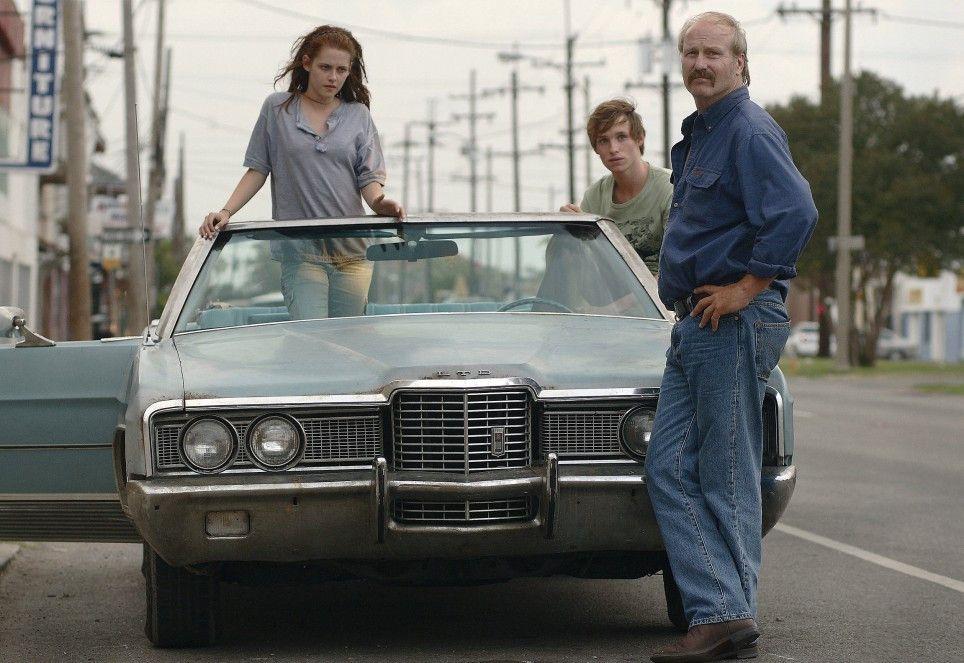 Brett Hanson (William Hurt, r.) trifft auf die beiden Teenager Martine (Kristen Stewart) und Gordy (Eddie Redmayne)
