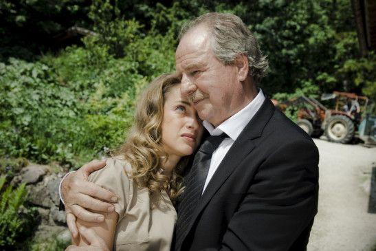 Anna (Sophie von Kessel) versteht ihren Vater Karl (Friedrich von Thun) nicht mehr