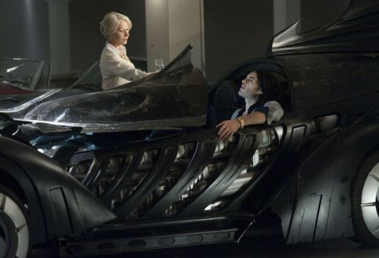 Schönes Bat-Mobil: Helen Mirren und Russell Brand