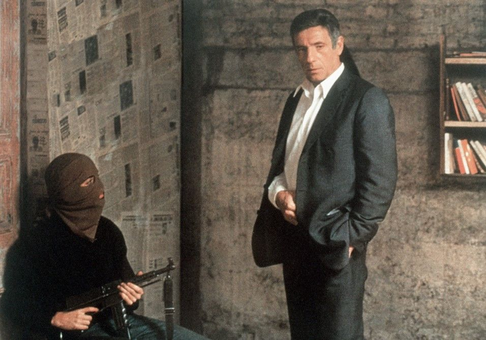 Santore (Yves Montand, r.) ist von  Terroristen entführt worden