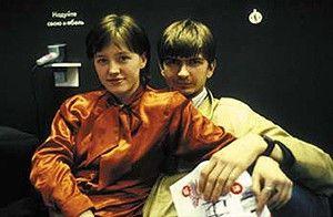 Einkaufen ist toll! Ein junges Paar im Moskauer Ikea