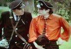 Du siehst aber nicht wie ein Polizist aus! Albert Finney (l.) wundert sich