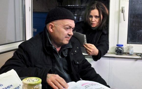 Otto (Florian Martens) und Verena (Maja Maranow) suchen nach Hinweisen auf den Mörder