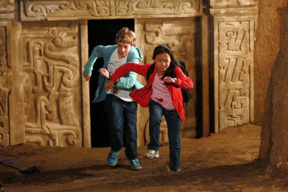 Nichts wie weg! Josh (Louis Corbett) und Ling (Li Lin Jin) auf der Flucht
