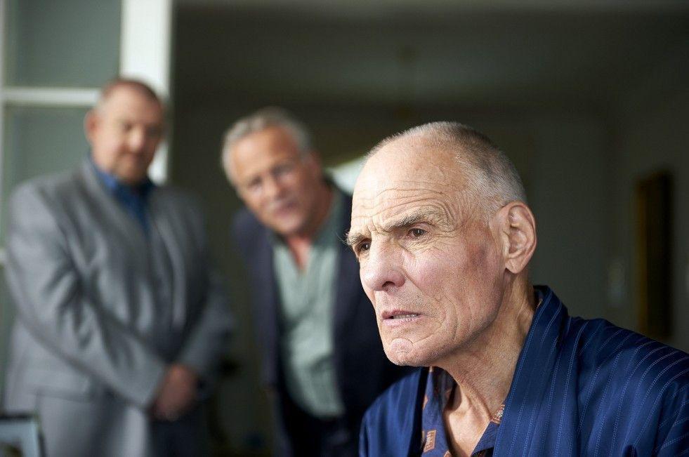 Blickt der alte Broich (Hans Peter Hallwachs) noch durch?  Die Kommissare Schenk und Ballauf hegen berechtigte Zweifel