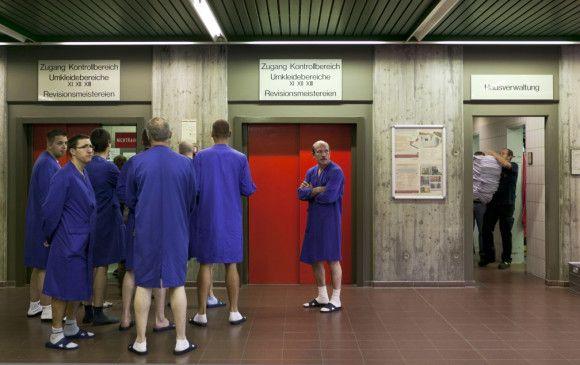 Der Mensch als Fremdkörper: Fahrstuhl zum Reaktorbereich eines Atomkraftwerks