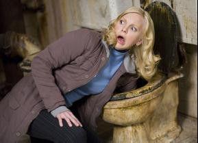 """Buchstäblich ein Griff ins Klo: Anna Faris in """"Scary Movie 4"""""""