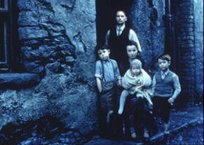 Leben an der Armutsgrenze: Robert Carlyle und Emily  Watson mit Kindern