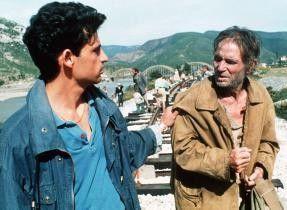Das ist aber ein seltsames Land! Enrico Lo Verso (l. mit Carmelo Di Mazzarelli) in Albanien
