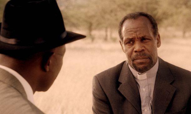 Vater Elias (Danny Glover) will Samuel Nujoma helfen ...