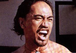 Te Waka Huia scheint bei den Dreharbeiten seinen  Frust hinauszuschreien