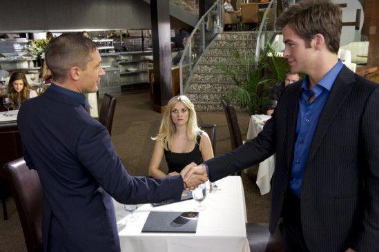 Die Konkurrenten mit dem Objekt der Begierde: Tom Hardy (l.), Reese Witherspoon und Chris Pine