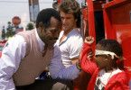 Immer zu einem Spaß aufgelegt! Danny Glover (l.) und Mel Gibson (M.)