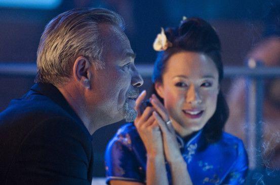 Noch ahnt Eichner (Klaus J. Behrendt) nicht, dass  Huong (Nina Liu) sein Leben verändern wird ...
