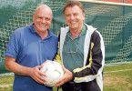 Fußball ist ihr Leben: Fred (Wolfgang Böck, l.) und Joe (Lukas Resetarits)