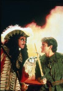 Du böser Hook, ich mach dich alle! Robin Williams  (r.) und Dustin Hoffman