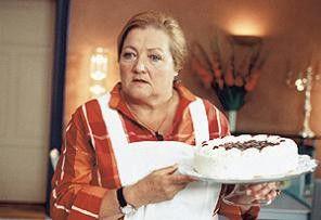 Gleich gibt's die Torte ins Gesicht! Marianne Sägebrecht