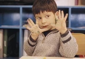 Ein Klassenkasper: der Junge Jojo