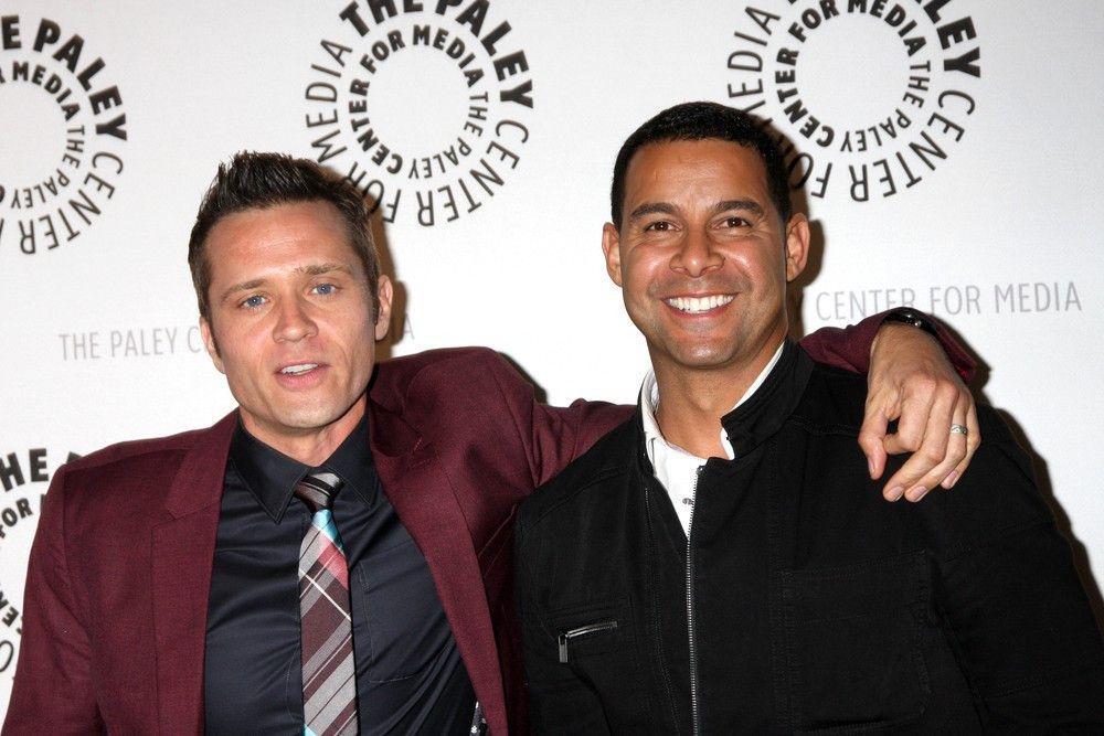 Als Cops und Kollegen unschlagbar: Seamus Dever (l.) als Kevin Ryan und Jon Huertas (r.) als Javier Esposito.