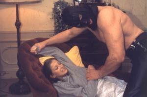 Alexandra Maria Lara und der maskierte Muskel-Man