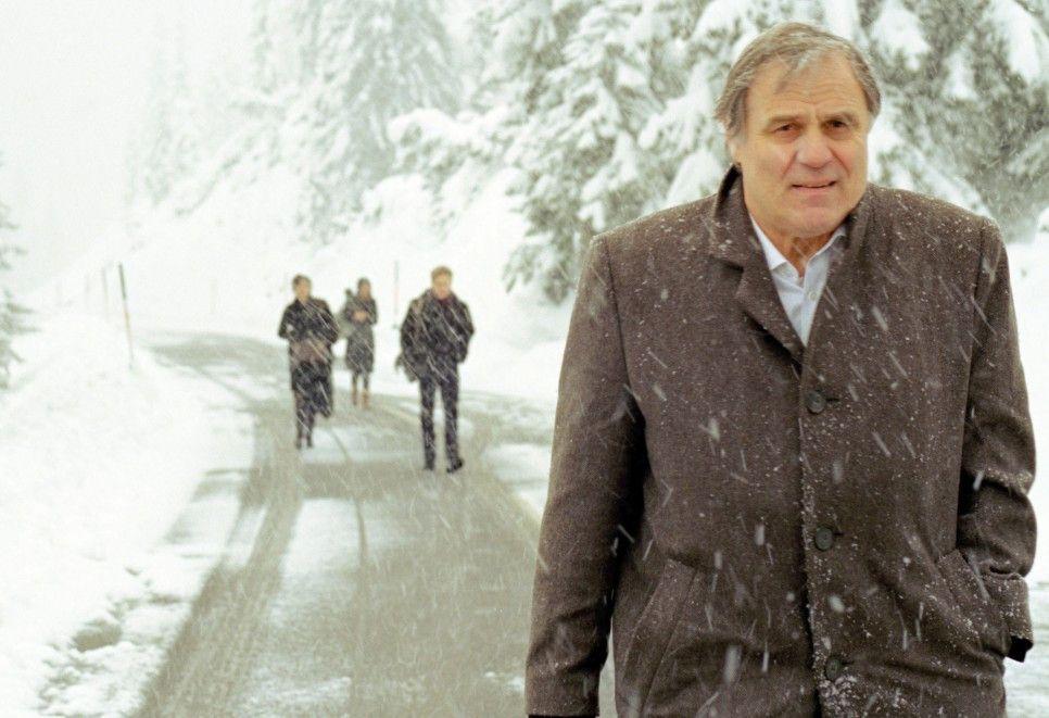 Winterliche Tristesse in der einstigen Heimat: Josef Bierbichler