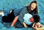 Ein bißchen sehr auf jugendlich: Faye Dunaway tollt mit Cameron Bancroft