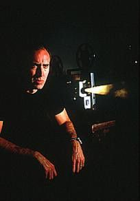 Was sehe ich! Nicolas Cage betrachtet 8mm