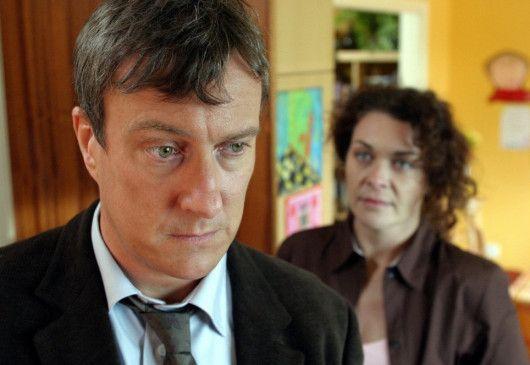 Chris (Stephen Tompkinson) erzählt seiner Frau (Samantha Beckinsale) von seiner einstigen großen Liebe