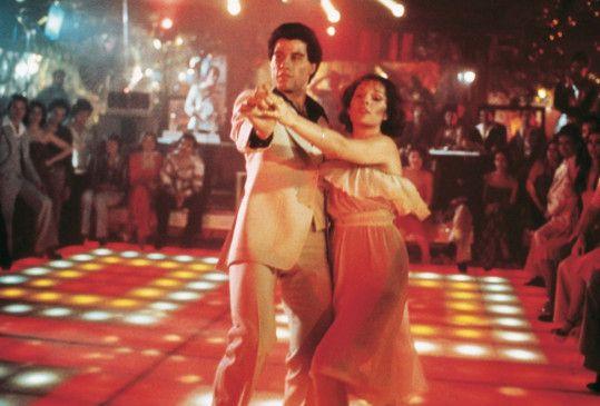 John Travolta und Karen Lynn Gorney schwingen das Tanzbein