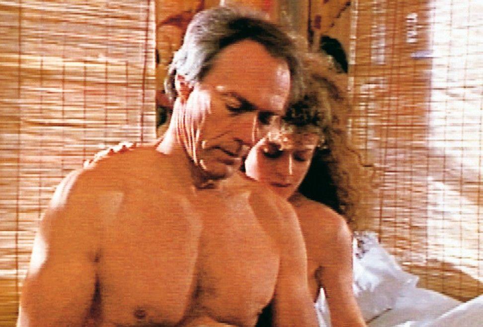 Kommen sich näher: Clint Eastwood und Bernadette Peters