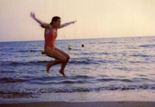Voller Lebenslust: Sabine vergnügt sich am Meer