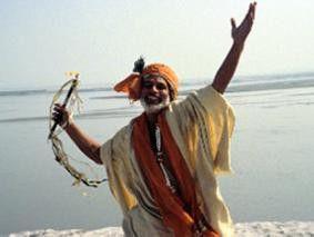 Kommt doch auch in den Ganges! Pilger beim Kumhb Mela