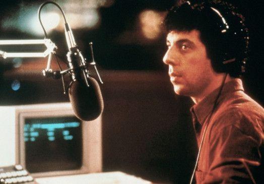 """Barry Champlain (Eric Bogosian) nimmt in seiner Sendung """"Night Talk"""" kein Blatt vor den Mund"""