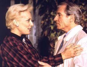 Bernadette Lafont sorgt sich als unbekümmerte Witwe gerne um den lieben Herrn Inspektor