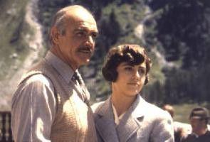 Doc Meredith (Sean Connery) und Kate (Betsy Brantley) genießen den Urlaub