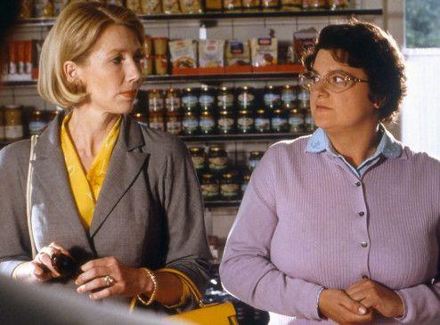 """""""Frau Doktor"""" Schenkberg (Petra Zieser, l. mit Sabine Urig) wird zuerst bedient"""