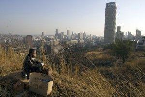 Einsamkeit vor Johannesburg - Tsotsi mit Kind im Karton