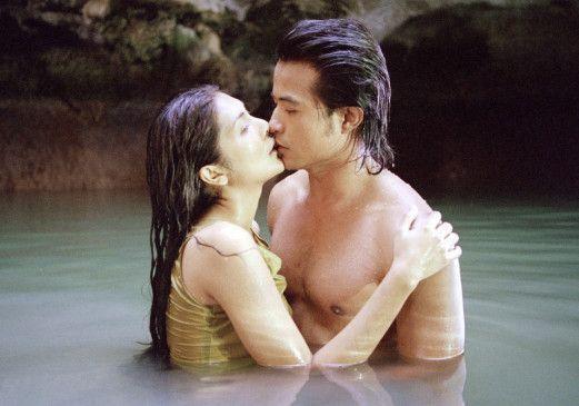 Thep (Andy Tungkaprasert) hat eine leidenschaftliche Affäre mit der Frau (Helen Nima) seines Vaters