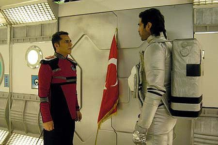 Dein Raumanzug sieht aber echt aus! Türken im Weltraum