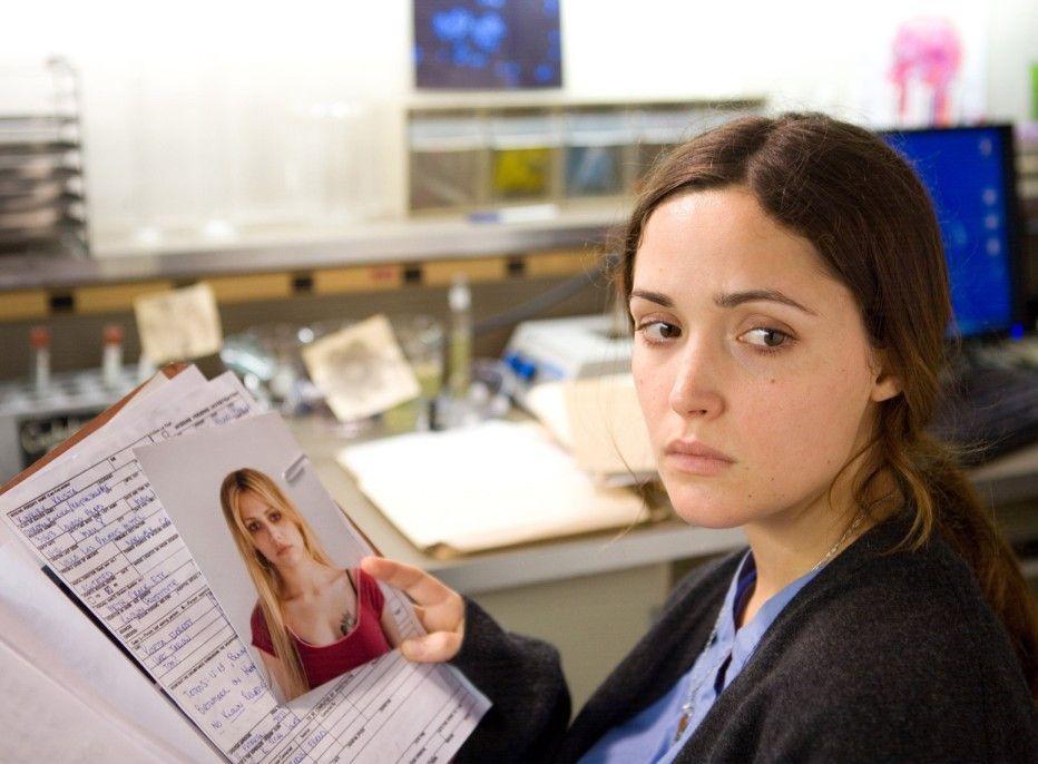 Leah (Rose Byrne) glaubt, dass die Tote ihre Schwester sein könnte
