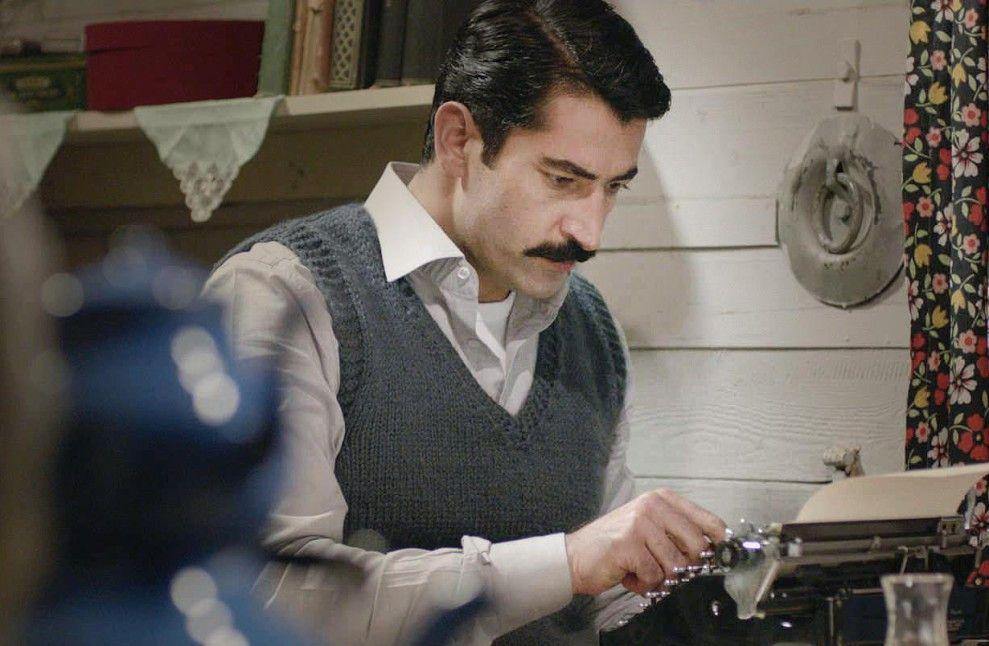 Ali (Kenan Imirzalioglu) hält seine Erlebnisse fest ...