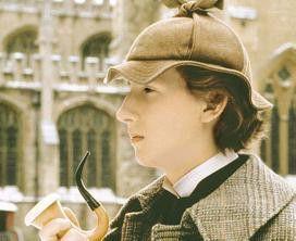 Hauptsache ich habe meine Pfeife! Nicholas Rowe  als junger Sherlock