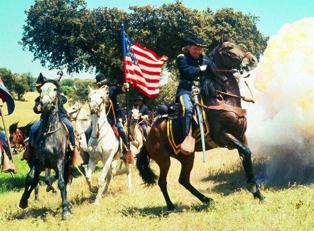 General George A. Custer (Robert Shaw) ist in die Falle gegangen