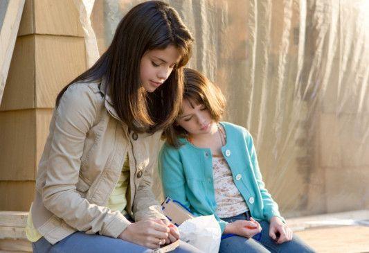 Schwestern unter sich: Selena Gomez und Joey King (v.l.)