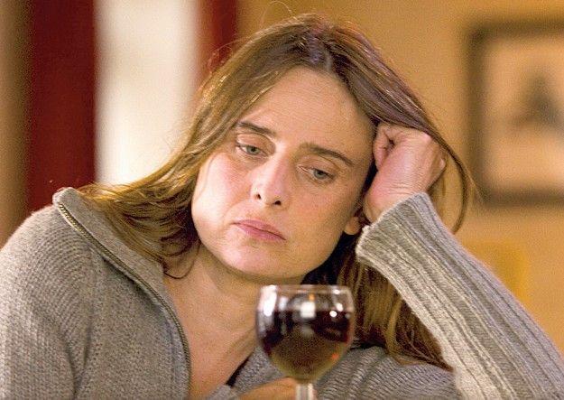 Jeanne (Carole Franck) verzweifelt an der Trunksucht ihres Mannes