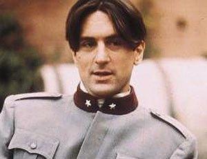 Bin ich nicht schmuck in meiner Uniform? - Robert De Niro