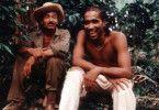 """Noch können sie lachen! Zwei Musiker von """"Madera Limpia"""" im Regenwald"""