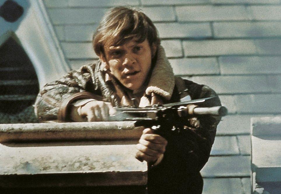 Mick Travers (Malcolm McDowell) scheint mit den Internatsregeln nicht mehr einverstanden zu sein