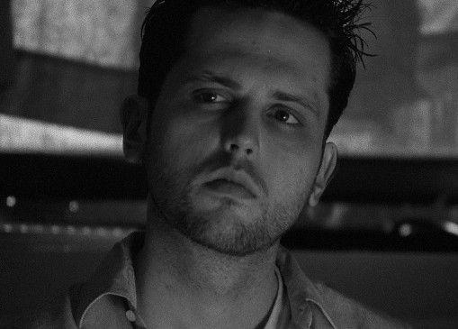 Hadert mit dem Leben: Matthew Mark Meyer als Bruce